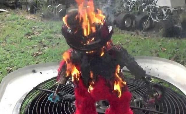 エルモを燃やしてみた.jpg