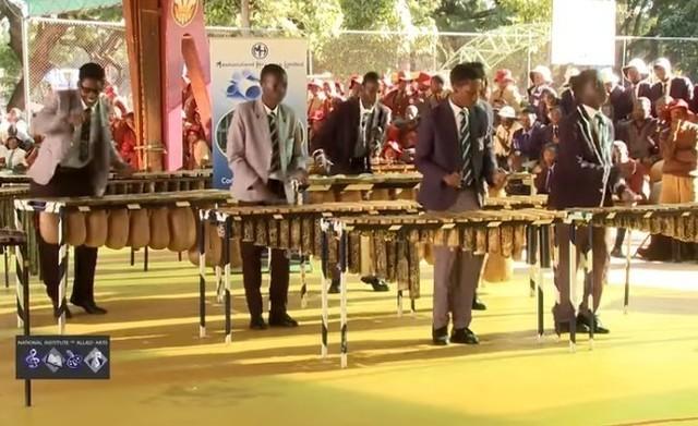 ジンバブエのマリンバダンス.jpg