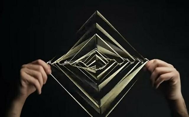 スクエアな幾何学オモチャ.jpg