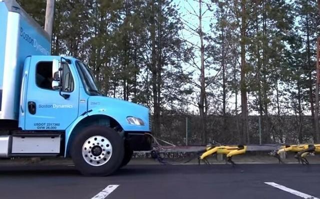 ボストンダイナミクスのロボットがトラックを引っ張る.jpg