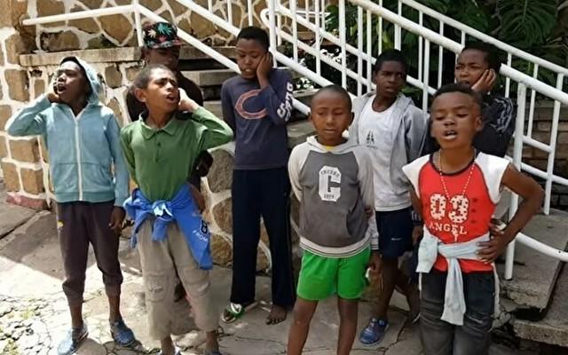 マダガスカルの少年合唱団.jpg