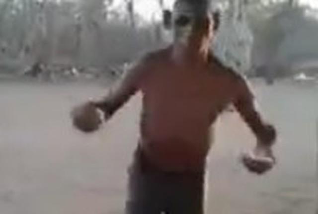 原始人みたいな謎の男のダンス.jpg