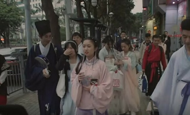 清朝末期のコスプレをする人達.jpg