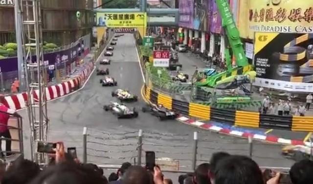 F1で凄い事故.jpg