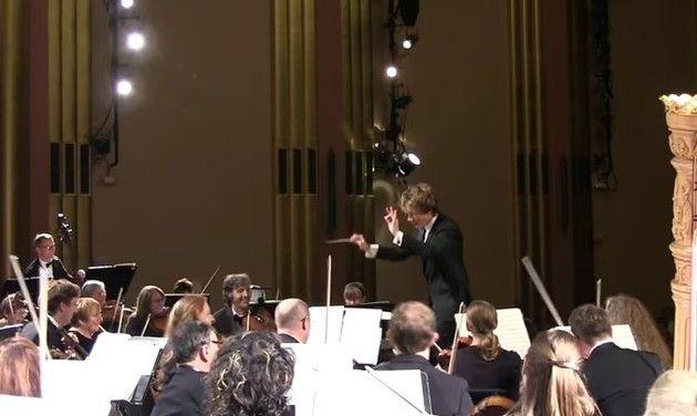 突然のオーケストラ