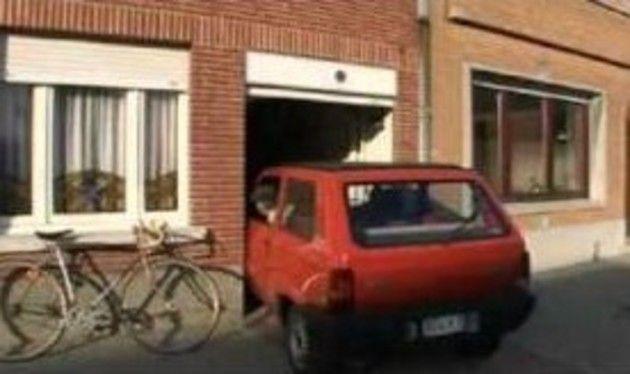 ベルギーの狭い家への駐車
