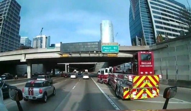 アメリカの消防車の横移動