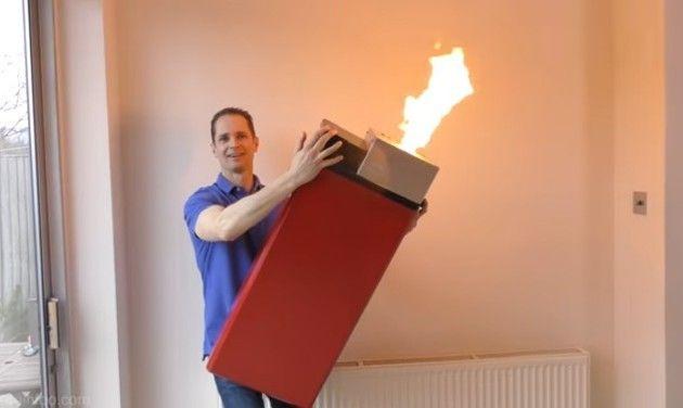 巨大ライターを作った人 (1)