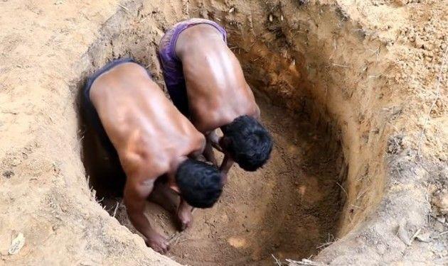 ひたすら穴を掘る原始生活