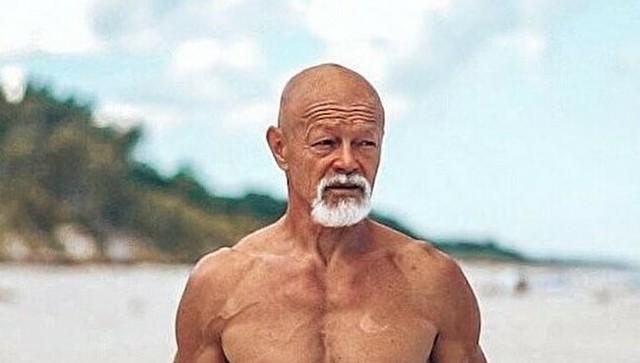65歳のお爺さんの肉体.jpg
