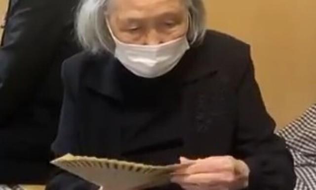 お札を数える元銀行員のおばあちゃん.jpg