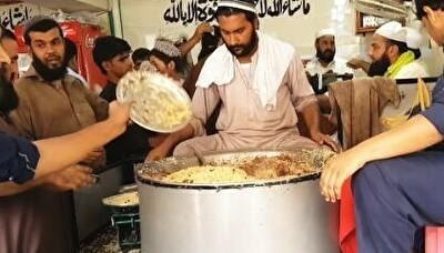 お皿の使い方が特徴的なパキスタンのチャワル料理.jpg
