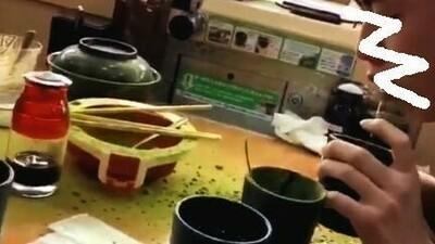 くら寿司で緑茶噴出すバカッター.jpg