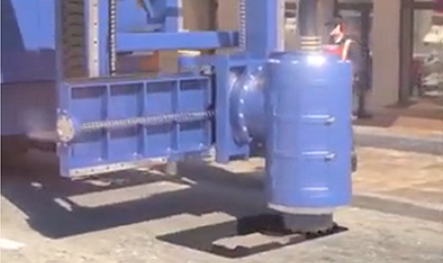 アスファルトの穴を埋める機械.png