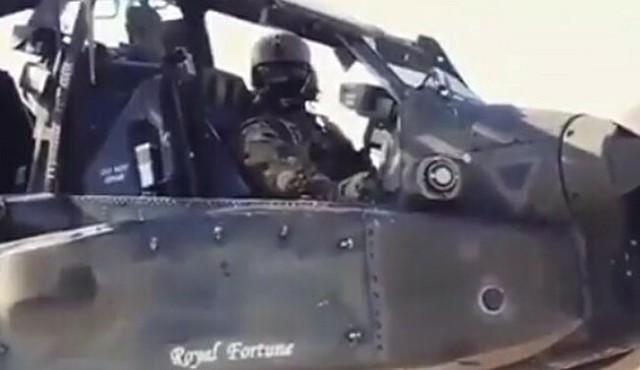 アパッチのパイロットの視点と連動する機銃.jpg