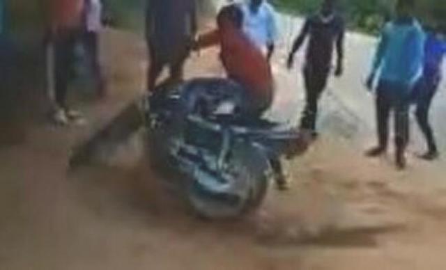 アングル的に予想できないバイクの事故.jpg
