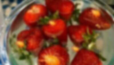 イチゴに塩水かけたら….jpg