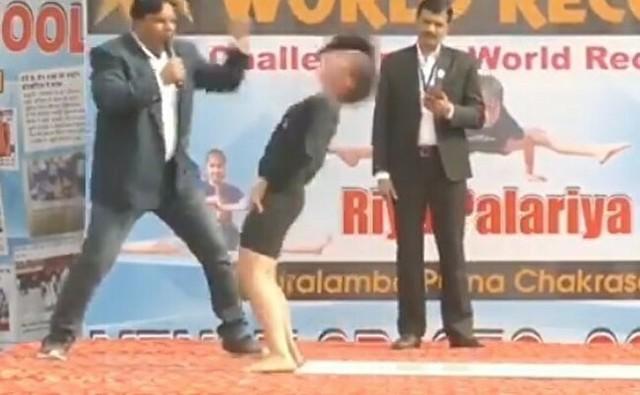 インドの少女が謎の運動でギネス記録.jpg