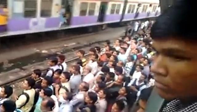 インドの満員電車.jpg