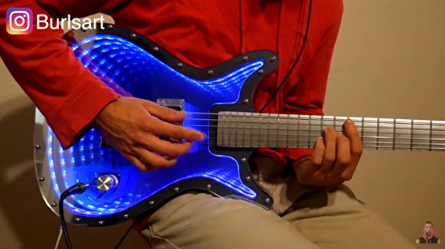 インフィニティミラーの不思議な奥行きのあるギターの作り方.png