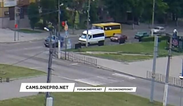 ウクライナで凄いカマホリ事故.jpg