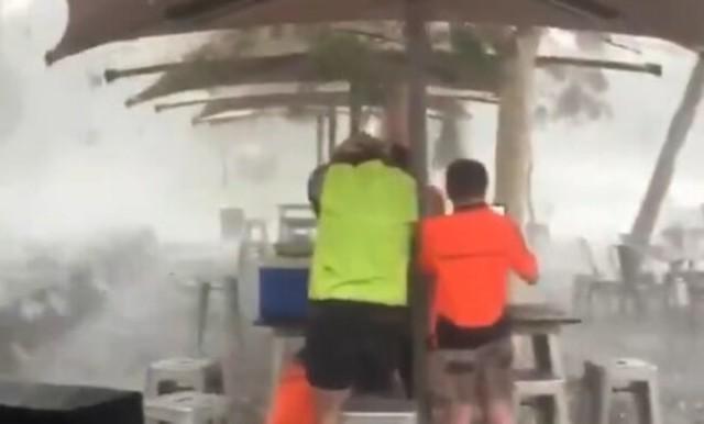 【動画】 オーストラリアに降った「雹」が砲弾の様にデカくて恐ろしすぎw