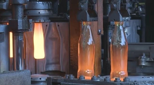 ガラス瓶を作る製造工程.jpg