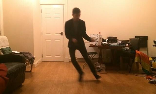 キャラヴァン・プレイスのエレクトロ・スウィングジャズでダンス.jpg