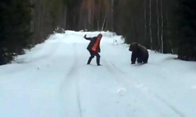 クマと接近遭遇したスウェーデン人.jpg