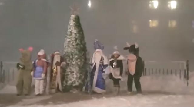 クリスマスツリーの点灯式が猛吹雪.png