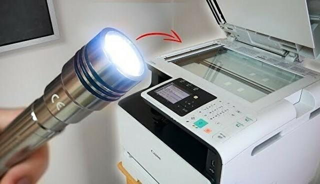 コピー機で懐中電灯の光を撮影すると.jpg