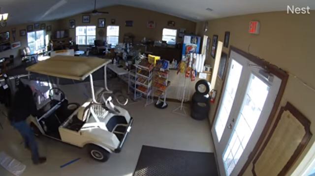 ゴルフカートの室内事故.png