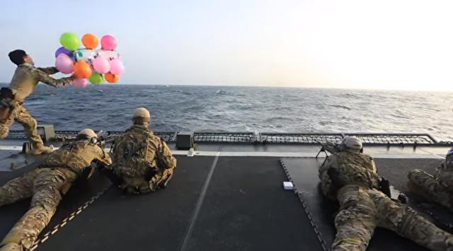 スナイパーの訓練として韓国軍は海上でターゲットを撃っていた.png