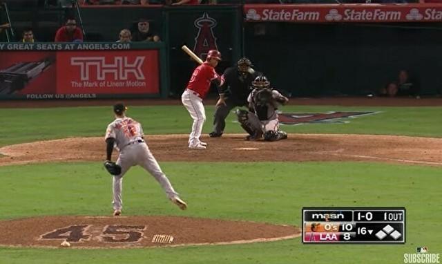 スローボールで打者をピシャリと抑える.jpg