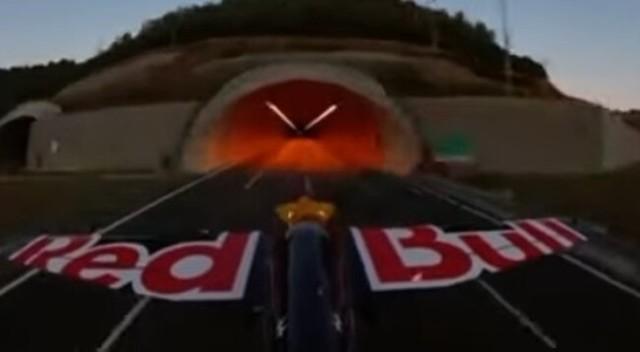セスナ機でトンネルを二つ抜けるギネス記録.jpg