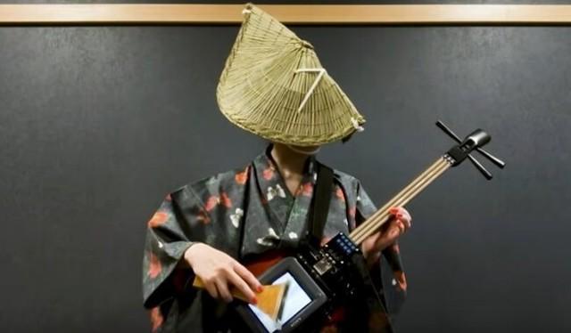 テレセンという不思議な楽器で盆踊り演奏.jpg