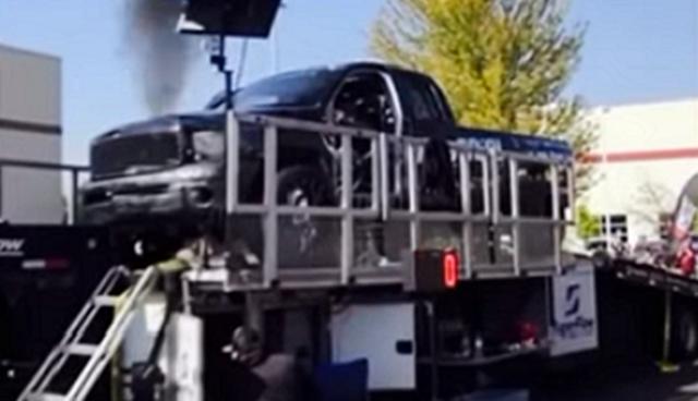 ディーゼルエンジンのピックアップトラック爆発.png