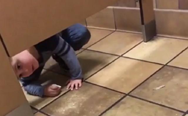 トイレで迷子らしき子供がグイグイくる.png