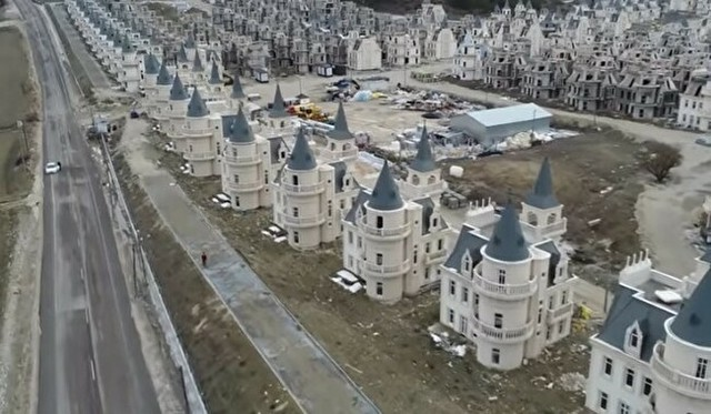 トルコのキャッスル住宅街が廃墟に (4).jpg