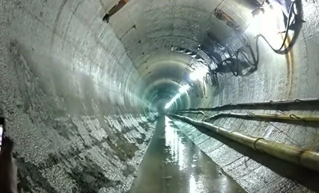 トンネルの中で大爆発実験.jpg