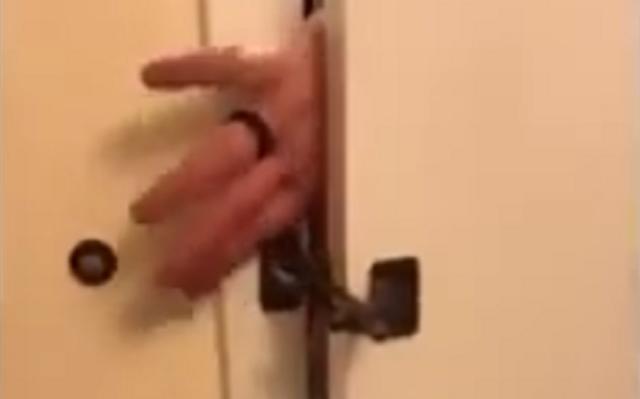 ドアのセキュリティが大丈夫なのか不安になってくるビデオ.png