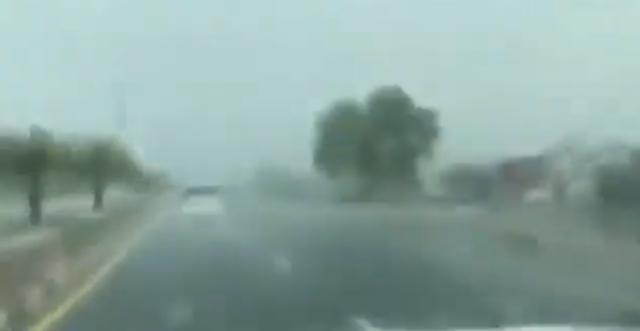 ドバイで人工降雨技術で雨を降らせた.png