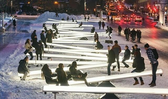 ニューヨークの光るシーソー.jpg