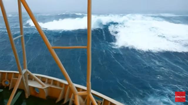 ノルウェーの石油採掘船の揺れ.png
