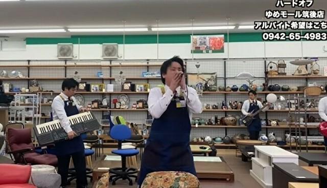 ハードオフの店員が壊れた楽器で演奏.jpg