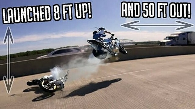 バイカーの事故に乗りジャンプして事故るバイカー.jpg