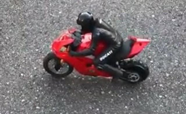 バイクのラジコンの動きが凄い.jpg