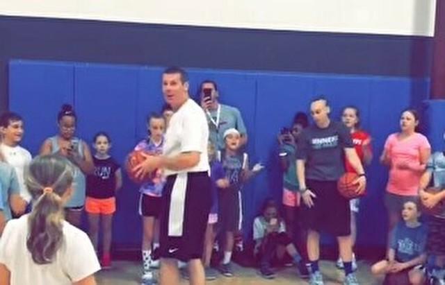 バスケのコーチがヒーローに.jpg