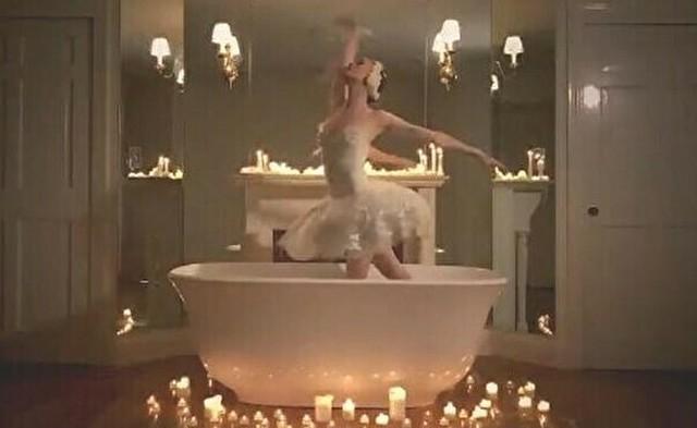 プロのバレエダンサーが白鳥の湖をお風呂で踊る.jpg
