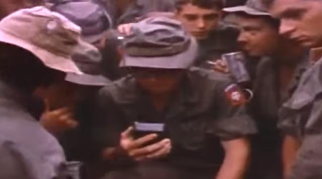 ベトナムから帰還できること知って喜ぶアメリカ兵士たち。.png